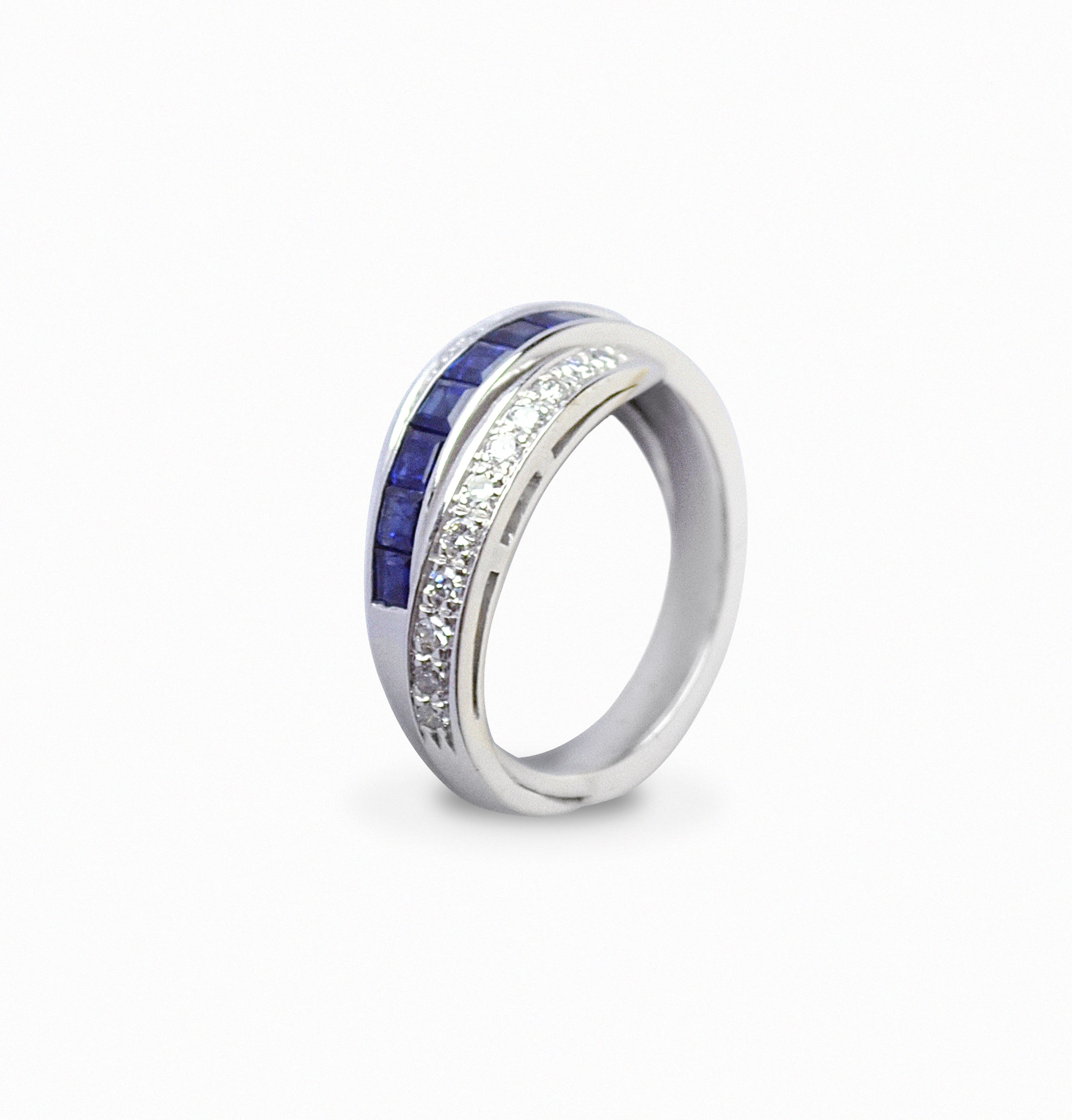 Real interweaving ring in Diamonds and Sapphires