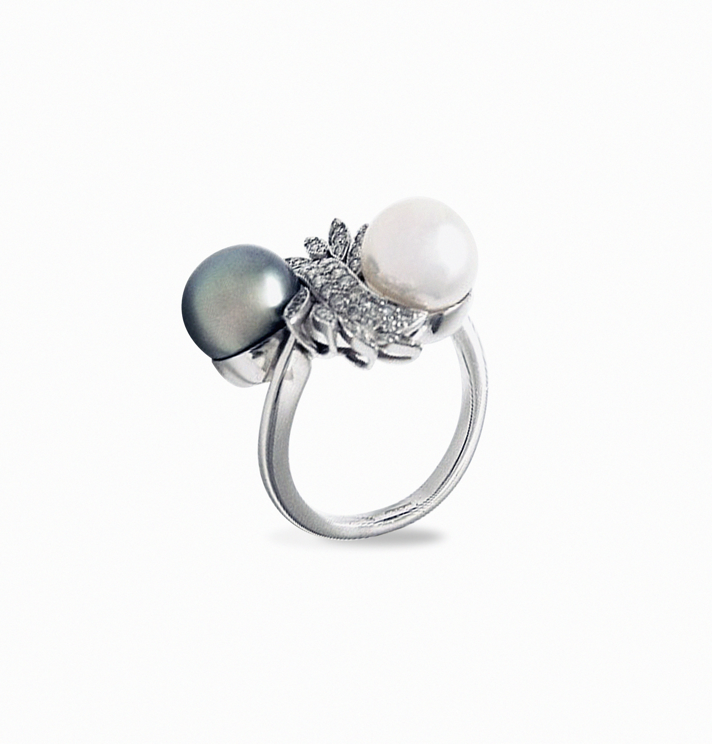 White Gold ring with Akoya and Tahiti pearls